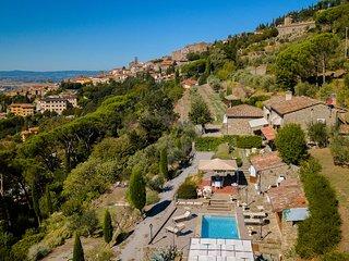 Sprawling Villa with Swimming Pool in Cortona Tuscany