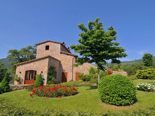 Villa with private swimming pool and organic products, at 450m altitude