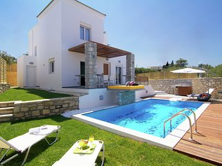 Newly built, 2014, luxurious villa, 7 persons, Loutra, NW coast, private pool