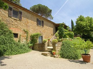 Luxury villa covered with beautiful ivy, private swimming pool, near Cortona