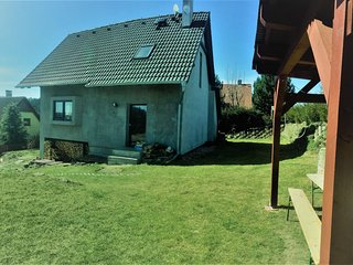 Alleistehendes cottage with fireplace and table tennis only 40 km from Prague