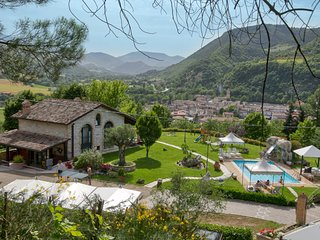 Lovely holiday home with swimming pool, spacious garden, beautiful view and a po