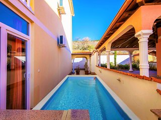 Comfortable home  with pool and  jacuzzi,300 m distant from the beach !