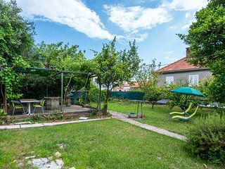 Modern Holiday Home with Garden in Dubrovnik