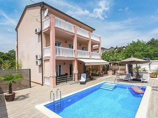 Apartment 600 m from a nice beach in the cute Silo with shared swimming pool
