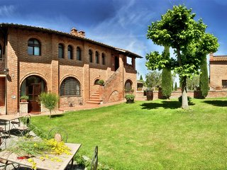 12th Century Mansion in Tuscany with sterling green scenery