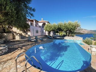 Superb 4-10 pers villa, pool and with phenomenal views of the sea and islands