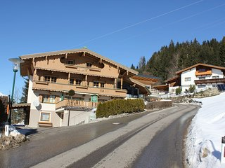 Cozy Apartment in Zell am Ziller near Ski Area