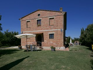 Agriturismo with pool, beautiful view, near Siena, Crete Senesi
