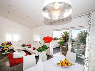 Luxurious Apartment in Zadar with Garden