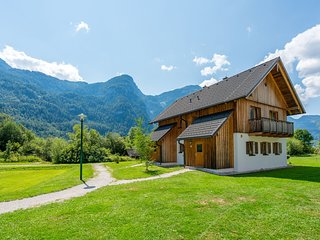 Cosy Apartment in Obertraun, with swimming pool