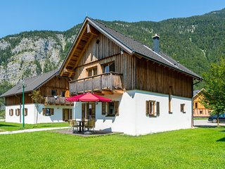 Beautiful Chalet in Obertraun, with garden