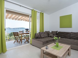 Modern Apartment in Seget Donji with Terrace