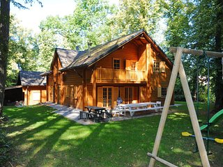 Spacious chalet located at Bomal with jacuzzi and garden parlour