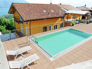 3-room apartment with shared pool, large balcony and fantastic view of the lake.