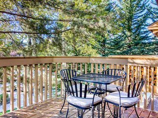 Ski-in/ski-out condo w/ access to a shared seasonal pool, hot tub, & rec room