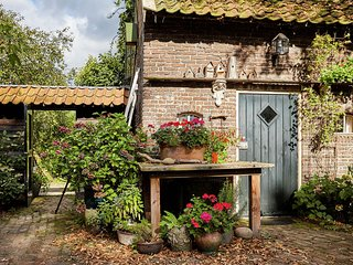An atmospheric guest house on the grounds of a farm house in Eexterzandvoort