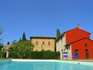 Villa with private garden and swimming pool in town centre, near bar and restaur
