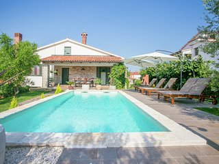 Comfortable Villa in Tar with Swimming Pool