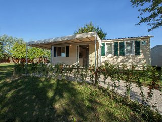 Modern furnished chalet with AC just 3,5 km. from Sirmione