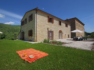 Comfortable Mansion in Apecchio with Swimming Pool