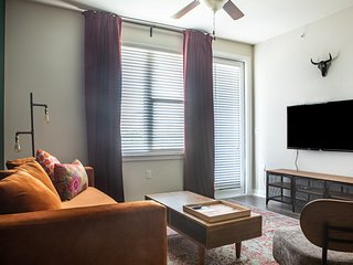 1BR South Congress Apt #2119 | Pool by WanderJaunt