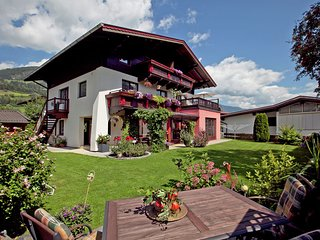 Lovely Apartment in Mühlbach with Private Garden