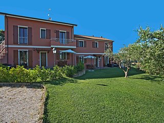 Stylish Villa in Candelara near Seaside town of Pesaro