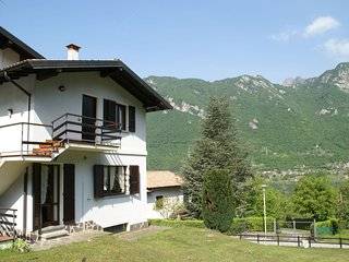 Spacious apartment with stunning views of Lake Idro in Crone