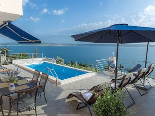 Luxury Apartmentwith Private Pool by the Beach in Starigrad