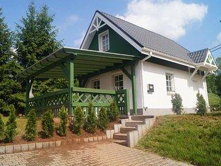Spacious and comfortable detached house, enclosed garden with veranda and garden
