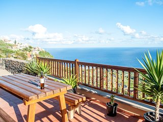 Nice apartment with fantastic views of the coastline of Tenerife