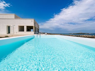 A dreamy house on top of a cliff at sea with private pool