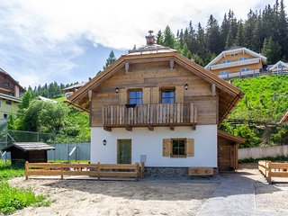 Quaint Chalet near Skiing Area in Katschberghohe