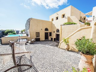 Extravagant villa, on top of hill, views of vineyards and village Megalochori