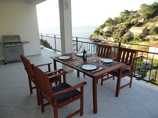 Adorable  apartment with terrace and beautiful sea view.Near the sea bay!