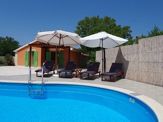 Characteristic house near Vodnjan with private pool and spacious garden.
