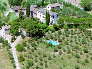 Cozy Farmhouse in Le Tolfe with Swimming Pool near Florence