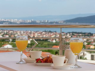 Beautiful panoramic views top floor apartment, in between Split and Trogir
