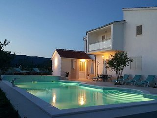 Charming villa with high privacy, 60m private pool, fitnes, sauna, tennis court
