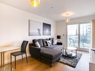 Beautiful 2Bed 2Bath w/Balcony Overlooking Thames