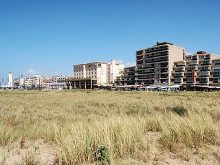 Luxurious apartment with sea view on the boulevard of Noordwijk.