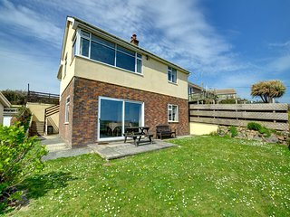 Apartment with panoramic views across the sea down to Grassholk and the Skomer i