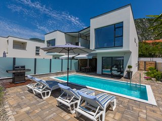 Modern  holiday home with private swimming pool !