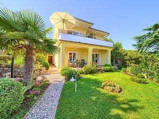 Pleasant Apartment on the Croatian Islands amid the Sea