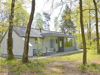 High quality totally detached bungalow on small nature-filled holiday park