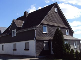 Amazing Holiday Home situated in Altastenberg with Parking