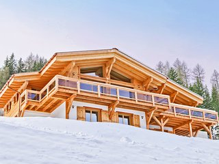 Grand Chalet with Jacuzzi on Slopes in Riddes