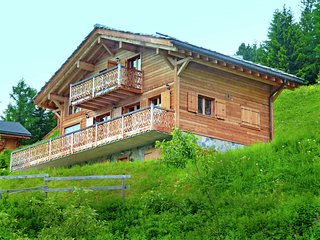 Chalet with Breathtaking Mountain View and Jacuzzi in Les Collons