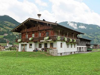 Plush Farmhouse in Ramsau im Zillertal near Ski Area